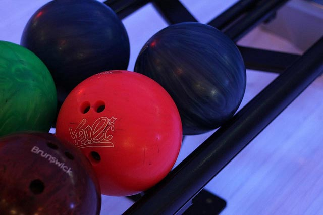 To protect your business, choose ten pin bowling insurance from Safe Hands Insurance.